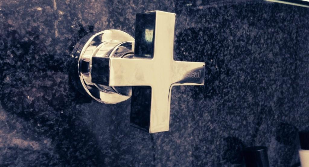 Metallic Cross: A water-tap in a hotelroom in the Fleming Hotel Schwabing in Munich