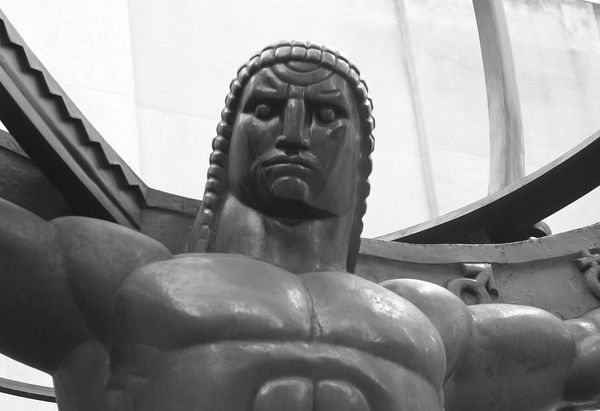 Atlas (Lee Lawrie, Rene Paul Chambellan, 1937, Rockfeller Center, NYC)